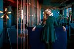 Обои Модель Екатерина стоит у дивана, by Andrey Metelkov