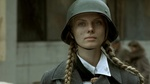 Обои Девушка Инге Домбровски в немецкой каске, фильм Бункер