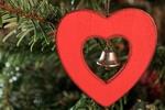 Обои Колокольчик в сердечке на фоне елочных ветвей, by armennano