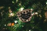 Обои Чашка с надписью I love you a latte / я люблю латте на новогодней елке, by Jonathan Meyer