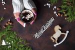 Обои В руках девушки чашка кофе и надпись на фоне Merry Christmas / с рождеством, орехи и елочные ветки, by Yuliia Mazurkevych