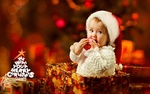 Обои Милый ребенок в новогодней шапочке сидит в подарочной коробке в комнате с елочкой, (Merry Christmas / с рождеством), by Arnis Gashi