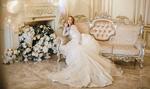 Обои Модель Катя в шикарном длинном платье сидит на диване. Фотограф Васильев Владимир
