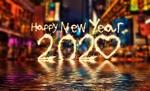 Обои Цифры 2020 из фейерверка горят над водой в ночном городе (Happy New Year / Счастливого Нового года)