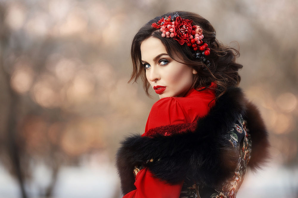 Обои для рабочего стола Девушка с цветами и ягодами на волосах, by Anastasia Grosheva