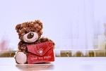 Обои Плюшевый медвежонок с красной сумочкой на размытом фоне, (Love you mom), by Alexas_Fotos