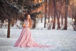 Обои Девушка в розовом длинном платье стоит на снегу с цветами в корзинке, by Anastasia Grosheva
