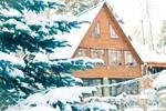 Обои Заснеженная ель на фоне дома, by Анастасия Гепп
