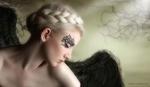 Обои Белокурая модель Maria Amanda / Мария Аманда в образе девушки-ангела с черными крыльями, by MAGISSADENVER