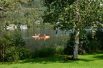 Обои Байдарки с гребцами на озере на фоне деревьев и домов, by Alain Audet