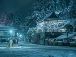 Обои Ночная зимняя улица с городскими фонарями