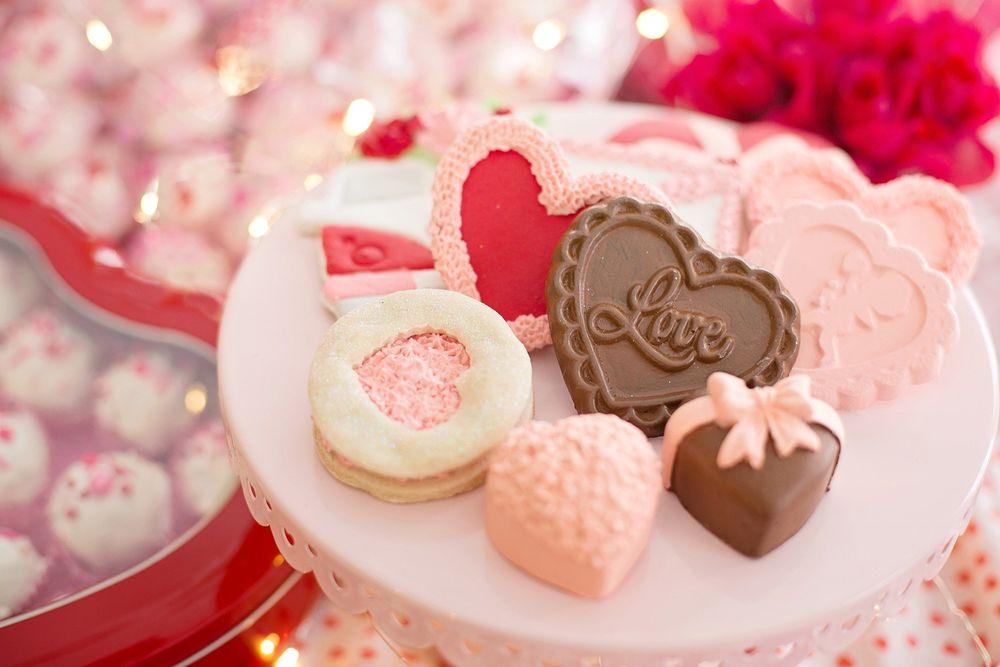 Обои для рабочего стола Печенье в виде сердечек на тарелке, by Jill Wellington