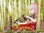 Обои Фудзивара но Моко / Fujiwara no Mokou сидит в бамбуковом лесу с пулеметом из аниме игры Проект Восток / Touhou Project