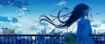 Обои Анимешная девушка с букетом цветов стоит на фоне города под облачным небом