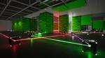 Обои Испытательная комната, огромных масштабов, какого-то исследовательского центра, стены и частично потолок, которой облицованы в зеленую панель, паркет или плитку, с разбросанными повсюду стеклянными кубиками, силовыми полями красного и белого цветов, точек соприкосновения для лазеров фиолетового и белого цветов и самими лазерами красного, зеленого, белого и фиолетового цветов, которые по разному преломляются от кубов, в зависимости от функции, каждого куба, из игры RETHINK: Evolved 4 разработчика Yaeko