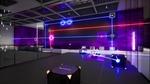 Обои Испытательная комната, огромных масштабов, какого-то исследовательского центра, стены которой облицованы в фиолетовую панель, паркет или плитку, со стеклянными кубами, лежащими на полу и некоторые из них встроены в стену, выполняющие различные функции преломления лазерных лучей, фиолетового, красного и синего цветов и направлены в точки соприкосновения тех же цветов, которые установлены, как на полу комнаты, так и на стене, из игры RETHINK 3 разработчика Yaeko