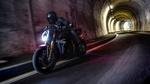 Обои Мотоциклист мчится в туннели