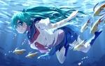 Обои Vocaloid Hatsune Miku / Вокалоид Хатсунэ Мику в школьной матроске плывет под водой с рыбками