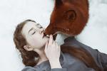 Обои Поцелуй лисы и девушки, фотограф Alexandra Bochkareva