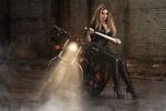 Обои Девушка с бейсбольной битой позирует у мотоцикла, by Илья Новицкий