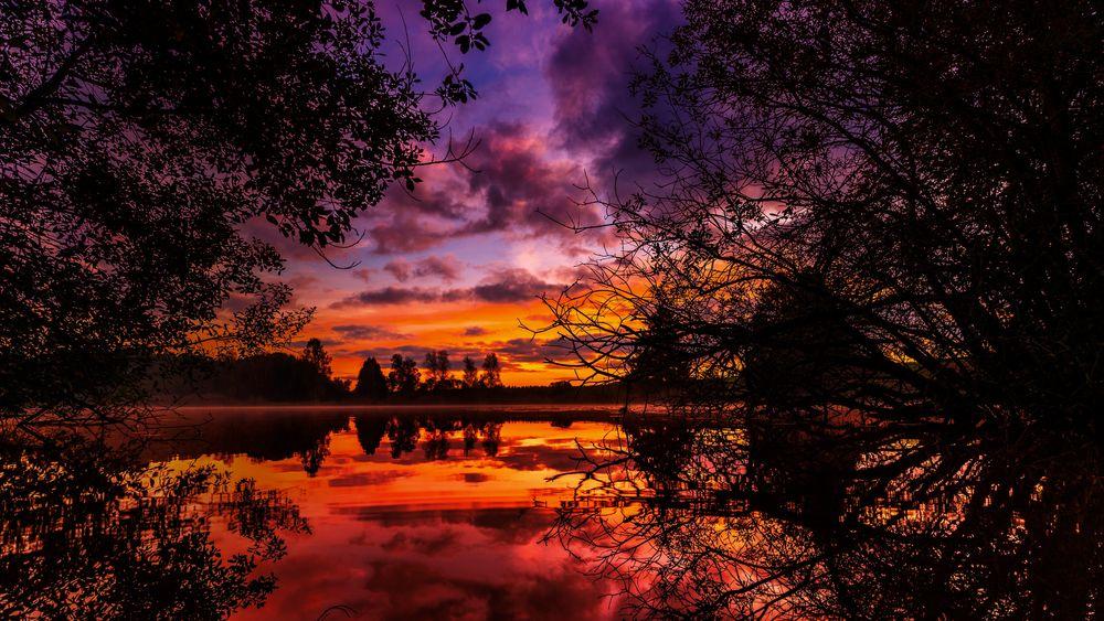 Обои для рабочего стола Пейзаж красного заката над озером, by Lars Nissen