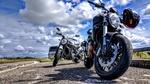 Обои Два мотоцикла Дукати / Ducati стоят на фоне облачного неба, автор abwrs / Nederlands