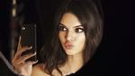 Обои Модель Кендалл Дженнер / Kendall Jenner делает селфи