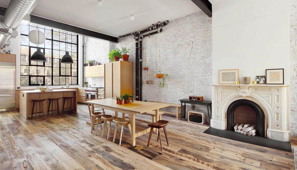 Обои для рабочего стола Светлая просторная кухня и столовая с камином
