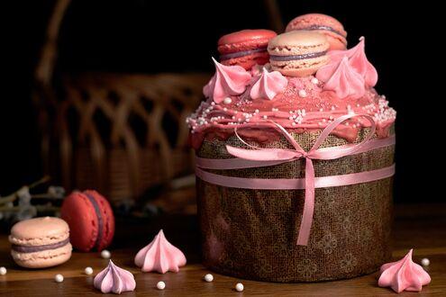 Конкурсная работа Пасхальный кулич украшенный розовым зефиром и печеньем макарони