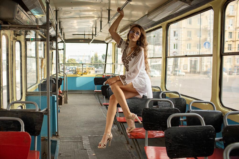 Обои для рабочего стола Девушка в трамвае, фотограф Коротун Юрий