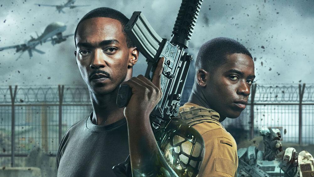 Обои для рабочего стола Постер фильма Смертельная зона, 2021 - темнокожие мужчины с автоматами на фоне забора из колючей проволоки