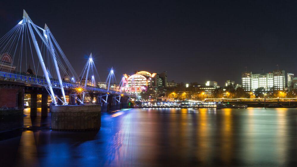 Обои для рабочего стола Hungerford bridge, London / Мост Хангерфорд в Лондоне, пересекающий реку Темзу