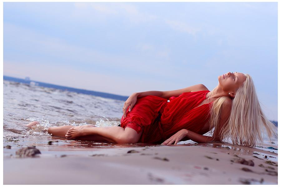 Море и блондинка гифка, днем влюбленных