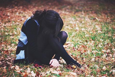 Фото девушки поеазывают нижнее белье