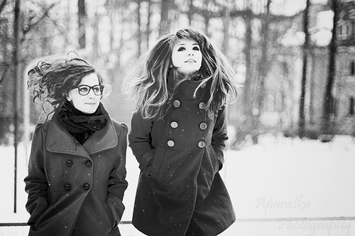 Фото Две девушки зимой.