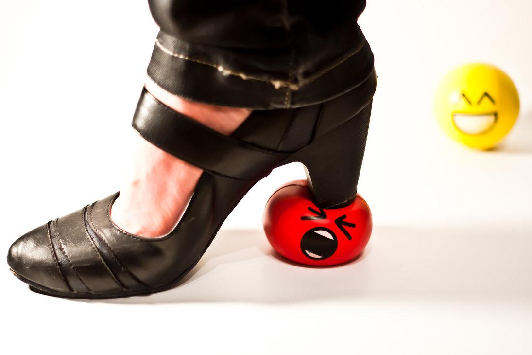 Топчут член туфлями 14 фотография