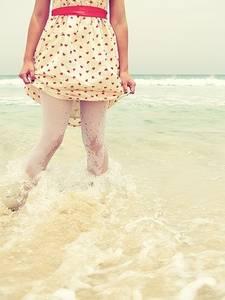 Фото Девушка в платье стоит в воде (© Юки-тян), добавлено: 01.09.2010 16:54