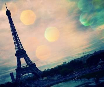 Фото La tour Eiffel / Эйфелевая башня, France / Франция, Paris / Париж в оранжевых и зеленых бликах