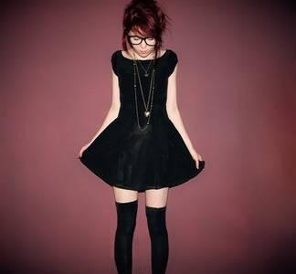 Фото Девушка в чёрном палтье