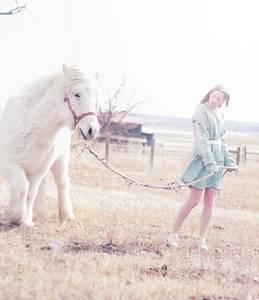 Фото Девушка с белой лошадью (© Юки-тян), добавлено: 14.09.2010 18:05