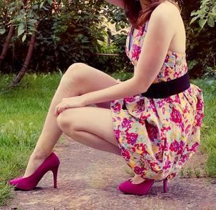 Фото Девушка на каблуках в платьи (© Юки-тян), добавлено: 15.09.2010 23:23