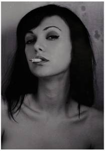 Фото Девушка с сигаретой