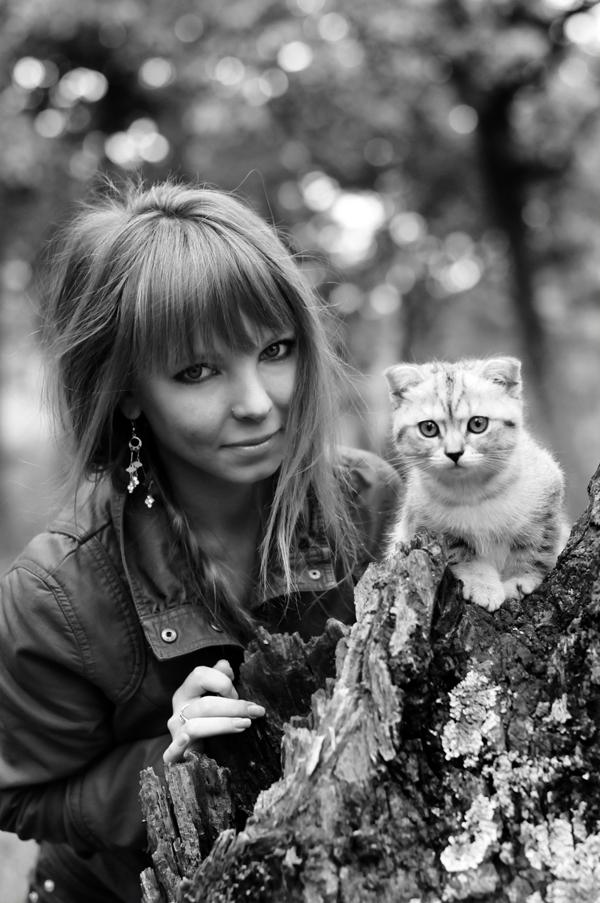 Обои девушка с котом девушка загар