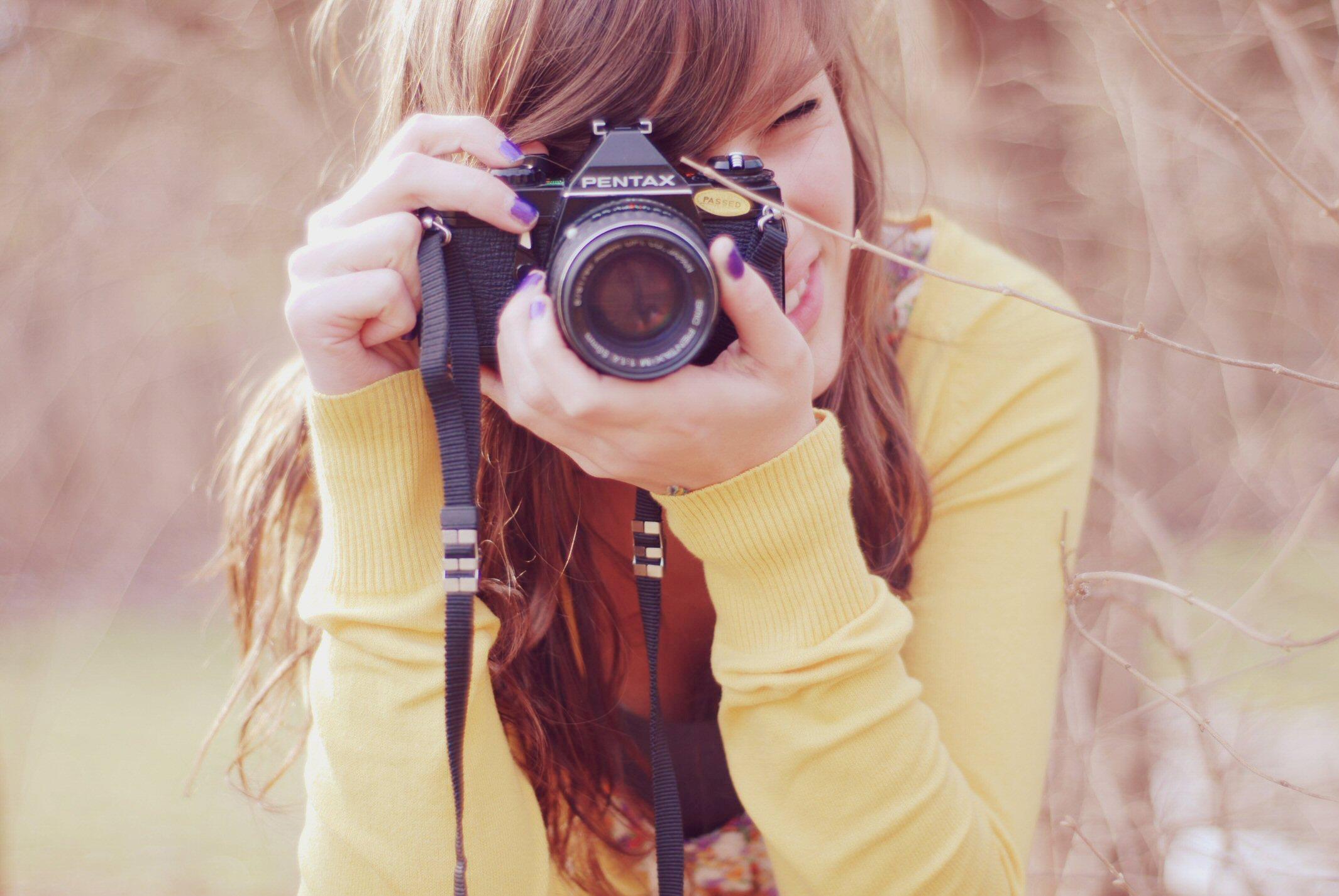 Картинки с девушками с фотоаппаратом