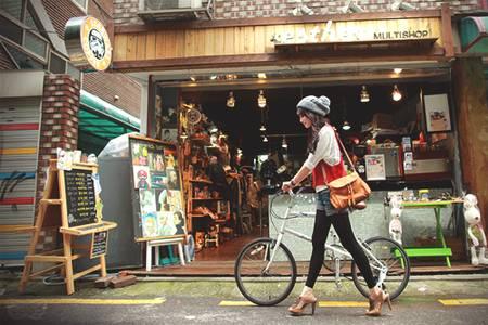 Фото Девушка с велосипедом (© Юки-тян), добавлено: 06.10.2010 15:20