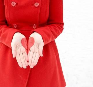 Фото Две половины сердца на двух руках (© Юки-тян), добавлено: 08.10.2010 19:56