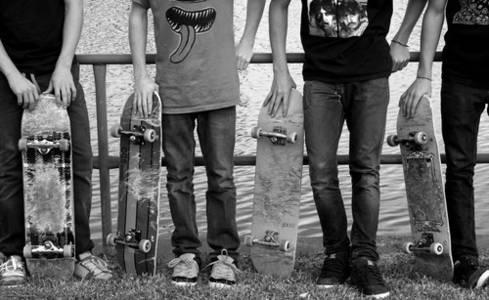 Фото Парни со скейтбордами