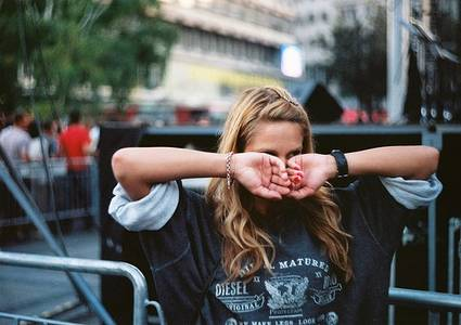 Фото Девушка закрыла лицо руками (© Юки-тян), добавлено: 17.10.2010 10:56