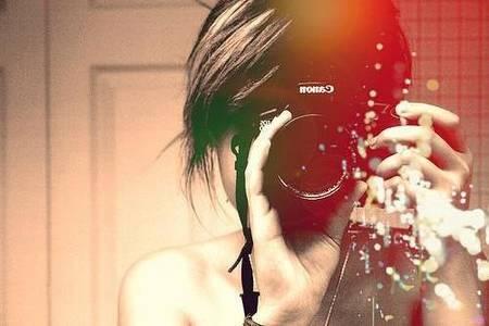 Фото девушка с фотоаппаратом Canon (© Louise Leydner), добавлено: 19.10.2010 16:21