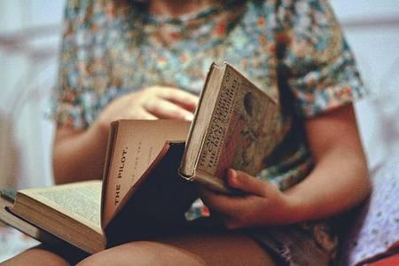 Фото Девушка читает (© Юки-тян), добавлено: 21.10.2010 07:44